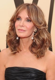 Jaclyn Smith as Sarah Wilde, Fiona and Keeley's mother.