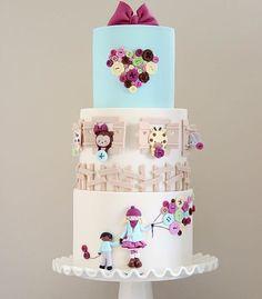 Simplesmente apaixonada by @cakesbyangelamorrison ! #loucaporfestas  #cake #bolo #cakelpf #bololpf