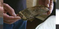 """Uzmanlar uyardı: Aman dikkat!: Akdeniz Üniversitesi Mühendislik Fakültesi Öğretim Üyesi Doç. Dr. Özen """"Sıcak havalarda telefon ve tabletlerde kılıf veya koruyucu kullanılmasını önermiyoruz. Çünkü kılıf ve koruyucular sıcağı tutarak elektronik cihazlarda ısının dağılmasına engel olur. Bu da elektronik cihazlarda patlama gibi sorunlara neden olabilir"""" dedi."""