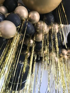 Black and gold balloons Disco Birthday Party, 30th Birthday Parties, Gold Birthday, 50th Birthday Party, Nye Party, Birthday Party Decorations, Black And Gold Balloons, Black And Gold Theme, Black Gold Party