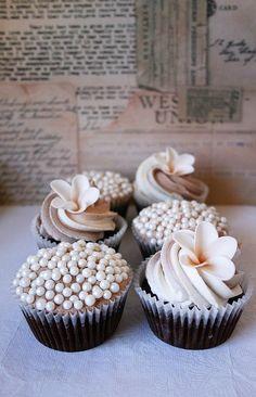 Beach wedding cupcakes.