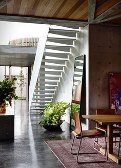Torquay Concrete House developed by Auhaus Architecture. Find all you need to know about Torquay Concrete House products and more from Bookmarc. Concrete Pad, Concrete Houses, Concrete Facade, Concrete Walls, Concrete Ceiling, Design Studio, House Design, Piscina Interior, Decoracion Vintage Chic