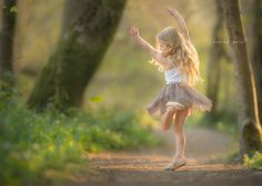 Super Children Photography Outdoors Little Girls Childhood Ideas Little Girl Photography, Children Photography Poses, Ballet Photography, Outdoor Photography, Photography Props, Little Girl Ballet, Little Girl Dancing, Little Girl Pictures, Family Pictures