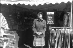 La regina Elisabetta a Badminton nel 1978. Questa immagine fece scandalo perché in molti pensarono che la Regina comprasse i suoi kilt alle bancarelle del paese ©Daniel Angeli
