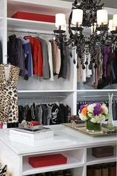 26-walk-in-closet-ideas - 59 walk-in-closet ideas to fulfill your and your clothes' dreams. You'll find much more amazing ideas @ glamshelf.com