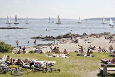 On a warm summer's day, few places in Oslo are as popular as Huk, a beach at the southern tip of the Bygdøy peninsula only 5 km from city center. It offers easy access to the waters of the fjord, and visitors enjoy swimming, bicycle trips, and leisurely strolls along the beach. Ice cream and soft drinks are served at a beachside kiosk, and a restaurant is located nearby