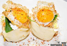 Uno de los bocados más ricos que hemos comido en StreetXO es la versión del Sándwich Club, un bocadillo que resulta exquisito y proporciona una combinación de sabores y textura inolvidable. Hoy queremos compartir la receta de Sándwich Club al vapor de David Muñoz, por si como nosotros, queréis intentar hacerla en casa.