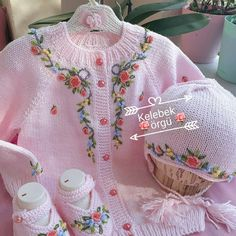 Dress Patterns For Little Girls Winter Crochet Baby Jacket, Knitted Baby Cardigan, Baby Pullover, Knitted Baby Clothes, Baby Hats Knitting, Baby Outfits, Cute Outfits For Kids, Baby Patterns, Dress Patterns