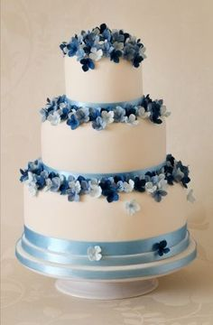 blue wedding cake by Jess Hill Cakes