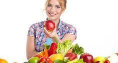 Proteinreiche Ernährung während der Regel hilft gegen Schmerzen, Heißhunger, Müdigkeit und schlechte Laune.