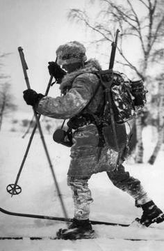 Finnish soldier on skis, 1941. The Winter War against The Soviet Union.