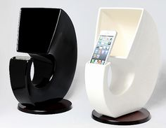 Seto-ne iPhone Speaker - This superb speaker uses only the shape of the ceramic shell to funnel sound from your iPhone, making music louder and clearer with a natural timbre. The Seto-ne iPhone Speaker is made from porcelain from Hakuun in Seto City in Aichi, a ceramic center in Japan. Just set your iPhone or iPod in the li ...