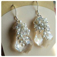 Fülbevaló inspiráció #Swarovski #6090 Baroque medálból Crystal, és #5810 Crystal Round gyöngyből White színben.