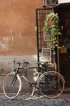 #bike #bicycle #street #sanpietrini #Rome #Trastevere