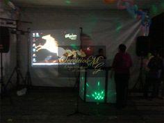 Llegada la madrugada todos se sienten Vicente Fernandez, diviértete con tu amigos cantando tus canciones preferidas. Karaoke proyectado en pantalla gigante