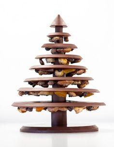 Noël 2013 - L'arbre de Noël au chocolat noir ou lait, La Manufacture de Chocolat Alain Ducasse - Arbre mendiant en chocolat grand cru à assembler soi-même avant de le déguster. 50€.