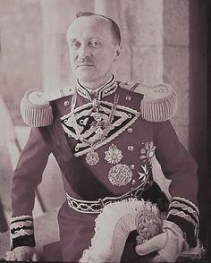 File:Duke Duarte I (Edward I) Nuno of Braganza.jpg - Wikipedia, the free encyclopedia Portuguese Royal Family, History Of Portugal, Royal Photography, Military Orders, Girl Drawing Sketches, Military Figures, Royal Weddings, Royalty, Celebs
