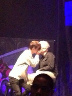 TROYLER KISSED AT DIGIFEST 5/3. I REPEAT TROYLER KISSED. <<< I CAN'T FUNCTION RIGHT NOW ASDFGHJKL!