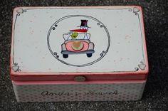 Bociek - pudełko na kartki gości i koperty. Malowane na zamówienie :)  Do kupienia w sklepie internetowym Madame Allure.  #pudełkonakoperty