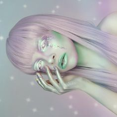 Lil alien girl ✨ would you like a beauty look or body paint tomorrow? Thank you guys SO much for all the love this week used cream white and colour inks in white and turquoise, pigment in lumi, glitter and silver pigment ✨ wig is Alien Halloween Makeup, Maquillaje Halloween, Theme Halloween, Alien Make-up, Alien Girl, Makeup Fx, Makeup Inspo, Alien Aesthetic, Galaxy Makeup