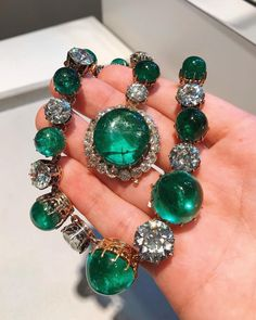 This stupendous emerald and diamond necklace was once owned by Princess Odescalchi of Rome, a gift from her husband that he acquired in Paris in 1913 SothebysJewels emeraldnecklace