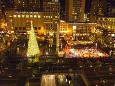 Macy's Xmas Tree, Union Square, San Francisco, CA, USA (Dec 2011)
