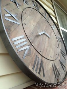 Make a statement in you home with a DIY Large Rustic Clock, a Pottery Barn Knock Off. This step by step tutorial will show you how to make your own clock. Metal Tree Wall Art, Diy Wall Art, Diy Wall Decor, Art Decor, Wood Wall, Diy Home Decor, Mur Diy, Pallet Clock, Do It Yourself Design
