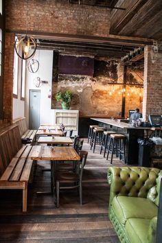 Pub5 is the newest restaurant in Downtown Nashville brought to you by the owners of 12 South Taproom which we all know and love. The upscale restaurant and bar is located between Rippy's and The Palm on 5th Avenue near Broadway. #restaurantdesign