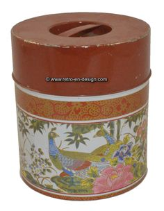 Vintage tin with images of peacocks. Counterpoint San Francisco, made in Japan. Made in Japan for Counterpoint San Francisco. Tin shows images of peacocks in a flower garden. This multicolored tin is in a vintage state with some traces of use.   With grip and 5.2 cm wide edge.  http://www.retro-en-design.co.uk/a-48252856/tins/vintage-tin-with-images-of-peacocks-counterpoint-san-francisco-made-in-japan/
