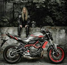 Crotch rocket photography Yamaha Klein from Dillingen / Saar sends an XJR 1300 trimmed on muscle racers into the Europe-wide advertised Yamaha Yard Built competition. Lady Biker, Biker Girl, Biker Boys, Motorbike Girl, Motorcycle Bike, Xjr 1300, Motorcycle Photography, Hot Bikes, Biker Chick