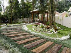 Decora Interi: Caminhos no Jardim Garden Paving, Hillside Landscaping, Garden Steps, Outdoor Steps, Outdoor Life, Outdoor Decor, Landscape Design, Garden Design, Garden Privacy