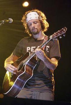 Jason Mraz...i love this dirty hippie :)
