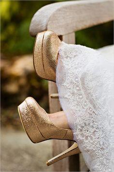 Gold wedding shoes @weddingchicks