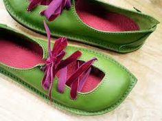 green/pink pointy toe