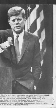 1962. Juillet. JFK. Conference de presse. Genève (à confirmer)