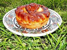 Pasca traditionala cu branza si stafide Waffles, Pancakes, Romanian Food, Pastry And Bakery, Biscotti, French Toast, Breakfast, Desserts, Paste