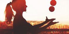 Juggling can help improve your brain power. Brain Nutrition, Brain Health, Mental Health Foundation, The Last Laugh, Brain Tricks, Muscle Power, Brain Fog, Neuroscience, Listening To Music