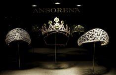 """Tiaras de la firma de joyeros Ansorena. Ansorena comienza su trayectoria en el año 1845, cuando Celestino Ansorena decide abrir en Madrid su taller joyería. Muy pronto se consagra como uno de los joyeros más importantes de la época y 1860 es nombrado """"Joyería y diamantista de la Real Casa""""."""