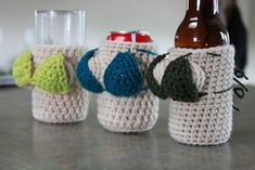 (My dad would get a kick outa this) Bikini Babes Beer Cozies: free pattern Crochet Coffee Cozy, Crochet Cozy, Crochet Gifts, Cute Crochet, Yarn Projects, Crochet Projects, Crochet Humor, Crochet Accessories, Yarn Crafts