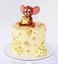 Who remembers Tom and Jerry?❤😀 - Love this cake!🍰 - Tag someone wo would love this cake as a… Bolo Tom E Jerry, Tom And Jerry Cake, Tom Und Jerry, Crazy Cakes, Fancy Cakes, Pretty Cakes, Cute Cakes, Cartoon Cakes, Animal Cakes