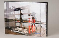 """Ein Blick, der nie vorhersehbar ist!  """"Das fotografische Set Erich Dapunts setzt sich aus unzähligen Fragmenten urbaner Realitäten zusammen, die der Betrachtung des Beobachters zurückgegeben werden, nachdem der Fotograf deren intime Stofflichkeit erforscht hat und gezeigt hat, dass er imstande ist, die formale Zeichenkomplexität und noch mehr die melancholischen Widersprüchlichkteiten zur erfassen."""" Luca Chistè http://www.edition-longo.it/translucency-detail #foto #bildband #lieblingsbuch"""