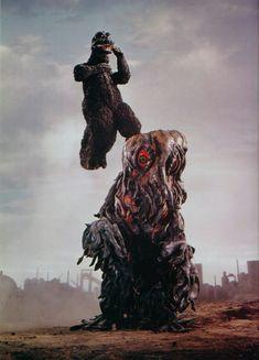 東宝のゴジラは円谷英二の死後もその人気の高さからシリーズ化され多くの映画が作られるが、いつの間にかゴジラは人間の味方になってしまい、恐ろしさが無く...