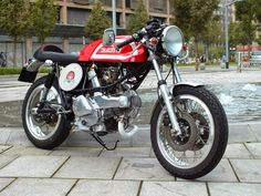 RocketGarage Cafe Racer: Ducati Pantah Ton Up Spirit
