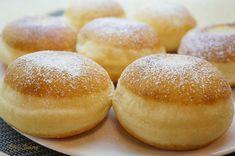 Se dizolva drojdia in laptele caldut, Donut Recipes, Sweets Recipes, Baking Recipes, Cookie Recipes, Malasadas Recipe, Finger Food Desserts, Artisan Food, Romanian Food, Food Garnishes