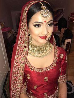 Pinterest: @pawank90 Indian Bridal Makeup, Indian Bridal Wear, Bridal Hair And Makeup, Beautiful Saree, Beautiful Bride, Pakistani Makeup Looks, Big Fat Indian Wedding, Indian Weddings, Indian Culture And Tradition