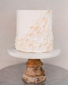 This Couple Planned Their Minimalist Florida Wedding in Just Two Weeks This Couple Planned Their Minimalist Florida Wedding in Just Two Weeks Martha Stewart Weddings MarthaWeddings Small Wedding Cakes Minimalist Wedding Inspiration Blush Wedding Cakes, Small Wedding Cakes, Summer Wedding Cakes, Beautiful Wedding Cakes, Wedding Cupcakes, Wedding Cake Two Tier, Small Weddings, Barn Weddings, Destination Weddings