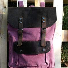 We wish you all a good weekend!  The vintage style backpack is now available in pink: www.nordlichtbags.de  #picoftheday #nordlichtbags #Nordlicht #bags #Tasche #fashion #worldwideshipping #herschel  #womenfashion #blog #travel #summer2016 #leatherbags #rucksack #Handtasche #leatherbackpack #umhängetasche #damen #stofftasche #gymbag #turnbeutel #stoffbeutel #canvas #fabric #backpack #pink #rucksack