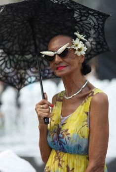 Jacquie Tajah Murdock at New York Fashion Week - Advanced Style Top Models, Aged To Perfection, Advanced Style, Ageless Beauty, Style And Grace, Mode Style, Old Women, Wise Women, Real Women