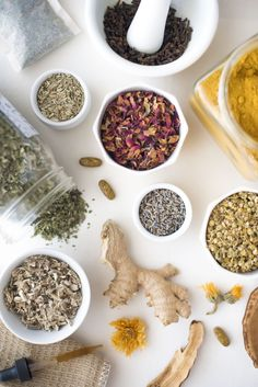 A Simple DIY Guide | Setting up your own Herbal Apothecary | @ The Florestic Capsicum Annuum, Herbal Oil, Simple Diy, Herbal Medicine, Apothecary, Home Remedies, Helpful Hints, Health And Wellness, Herbalism