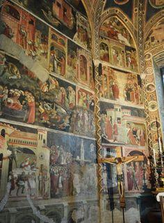 Chapelle Valeri (1423-1426), cathédrale Santa Maria Assunta (XIIe siècle), Parme, Emilie-Romagne, Italie. | Construite de 1046 à 1116, gravement endommagée par un tremblement de terre en 1117, la façade actuelle a été achevée en 1178. La chapelle Valeri, construite après la mort de Cristforo Valeri de 1423 à 1426, est ornée de fresques de l'atelier de Bertolino de'Grossi, peintre fidèle au style gothique de Bologne, actif à Parme de 1425 à 1462.
